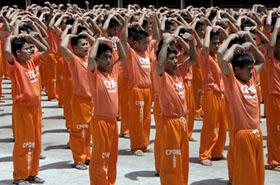 Nawet mordercy i gwałciciele tańczą Gangam Style!
