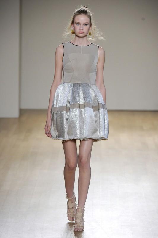 Odpowiednio dobrana sukienka bombka, wspaniale ukryje to, co ch�tnie ukry�yby�cie przed �wiatem.