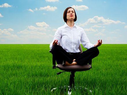 Joga zmniejsza stres i b�l plec�w pracownik�w