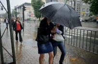 Jedna osoba nie �yje, trzy zagin�y z powodu burz na po�udniu Feancji