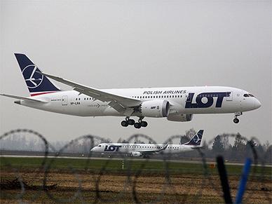 Dreamliner zawr�ci� do Warszawy. Na pok�adzie zmar� pasa�er