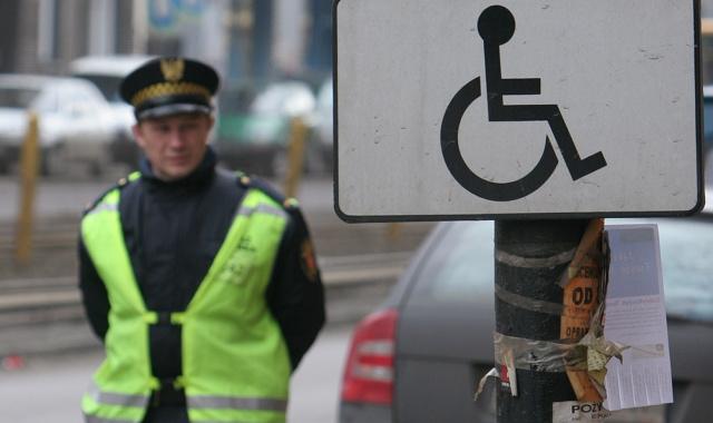 Nowe karty parkingowe dla niepe�nosprawnych za maksymalnie 38 z�
