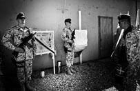 Rok temu pi�ciu Polak�w zgin�o w Afganistanie. Bliscy wspominaj� �o�nierzy