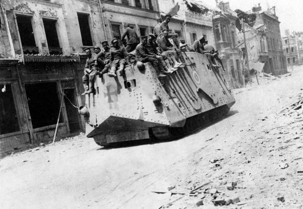 Czo�g A7V w marcu 1918 roku we Francji
