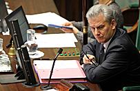 Cezary Grabarczyk nie odpowiada na pytanie o swoj� premi�