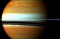 NASA: sonda Cassini zaobserwowa�a niezwyk�� burz� na Saturnie