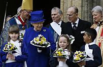 Kr�lowa El�bieta II rozda�a wielkoczwartkow� ja�mu�n�