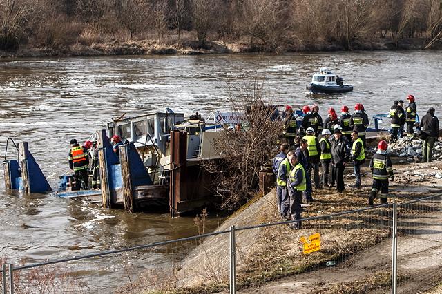 Dwa holowniki uszkodzone w wypadku