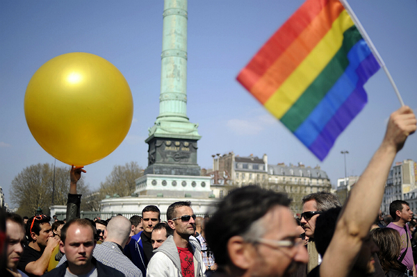 Francuski parlament zezwoli� na ma��e�stwa gejowskie