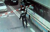 L�bork: policjant wy�ama� zapory, uratowa� pasa�er�w autobusu