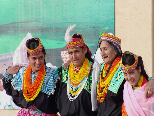 http://i.wp.pl/a/f/jpeg/31368/Kalasha_women.jpeg