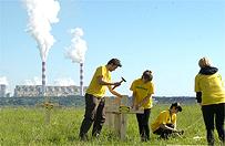 1000 krzy�y przed elektrowni� Be�chat�w