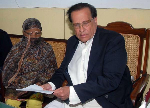 Asia Bibi z gubernatorem Salmanem Taseerem, który występował w jej obronie i przypłacił to życiem