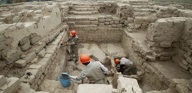 Polacy odkryli nienaruszony grobowiec pełen ...