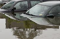 Nawa�nica przesz�a nad Ostr�d�; zalane samochody, piwnice