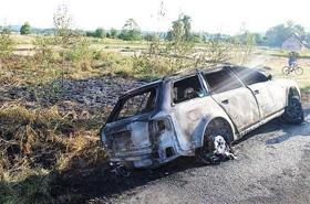 Matka cudem uratowała dzieci z płonącego auta