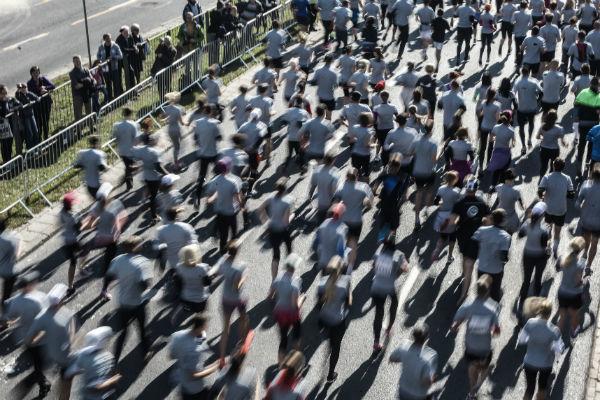 """Ostra niewydolno�� kr��eniowo-oddechowa przyczyn� �mierci biegacza """"Biegnij Warszawo"""""""