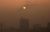 By walczy� ze smogiem, Pekin obni�y limit sprzeda�y aut