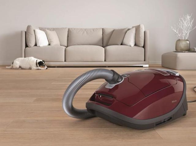 odkurzacze miele ze specjaln szczotk do parkietu wp tech. Black Bedroom Furniture Sets. Home Design Ideas
