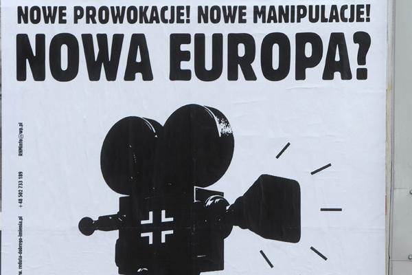 """Plakat pt. """"Nowa Europa?"""" odnosz�cy si� do niemieckiego trzycz�ciowego serialu wojennego pt. """"Nasze matki, nasi ojcowie"""""""