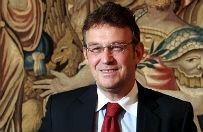 Ambasador RP w USA Ryszard Schnepf rozdaje prac� �onom polskich dziennikarzy