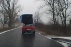Policjanci przecierali oczy: jak on jechał tą ładą?!