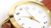 Klasyczna elegancja: czar luksusowych zegarków