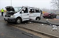 Zderzenie busa z autem w Poznaniu - 10 os�b w szpitalu