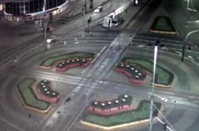 Mercedes runął do podziemi w centrum Warszawy!