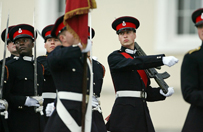 """Ksi��� William """"nieomal postrzelony"""" w czasie �wicze� wojskowych w 2006 roku"""