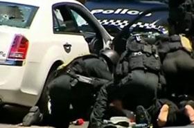 Dramatyczna akcja policji. Ludzie bili brawo - film