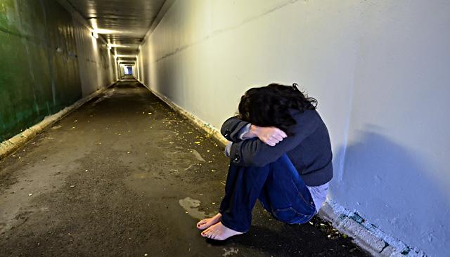 Brutalne gwałty <b>na</b> 17-latce. Sprawcami są policjanci