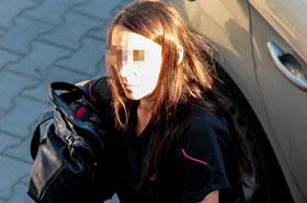Policjanci w szoku: śmieci i  robaki, a pośrodku - dziecko