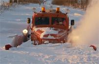 Radziecki ził walczy ze śniegiem na Lubelszczyźnie - wideo