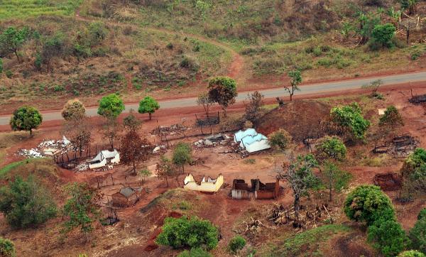 Spalona wioska w pobliżu Bangi, stolicy Republiki Środkowoafrykańskiej