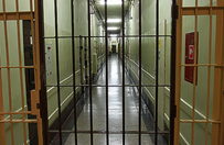 77-latek podejrzany o molestowanie 7-letniej dziewczynki powiesi� si� w areszcie