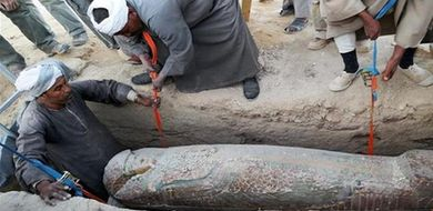 Sarkofag z mumią sprzed około 3600 lat ...
