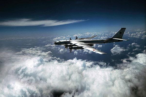 Tu-95 - do 2020 r. ma powstać prototyp następcy tego bombowca - samolot strategiczny PAK DA