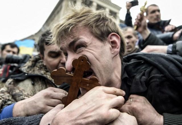 Protestuj�cy na Majdanie z�apali snajpera - zdj�cia
