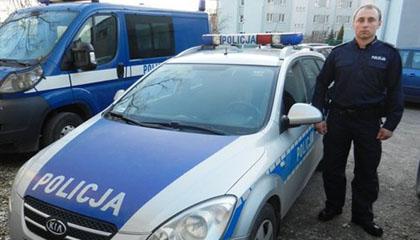 Policjant znalaz� na ulicy 11 tysi�cy z�otych
