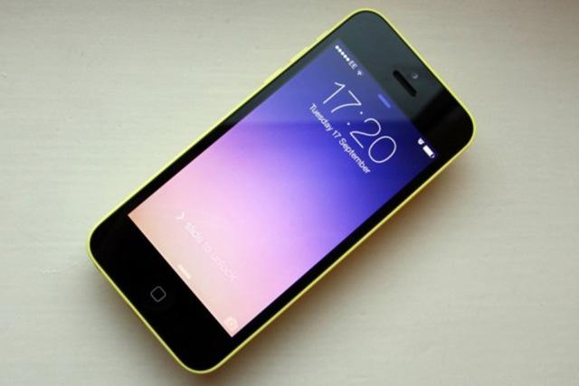 Apple wypuszcza iPhone'a 5C z pamięcią 8 GB