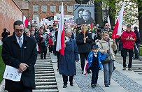 Krak�w - marsz w rocznic� katastrofy smole�skiej