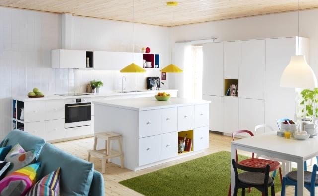 Kuchnia otwarta na salon  jak zaznaczyć granicę między pomieszczeniami?  Do