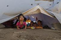 Irakijczycy uciekaj� przed islamistami. Szukaj� schronienia w szko�ach i tymczasowych obozach