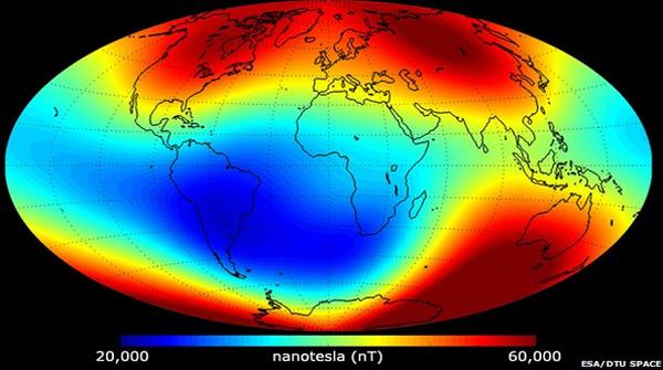 Pole magnetyczne Ziemi - czerwiec 2014 r. kolor niebieski - osłabnięcie, czerwone – wzmocnienie pola magnetycznego