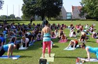 """""""Demoniczna joga"""" w parku Mickiewicza. Nie by�o protest�w"""
