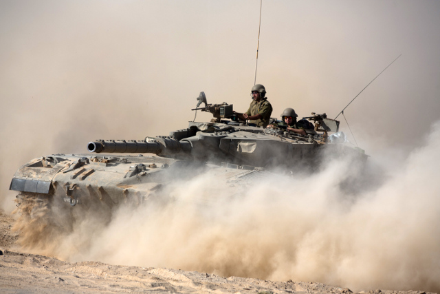 Izrael szykuje się do uderzenia. Czołgi w drodze - zdjęcia