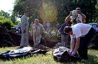 W S�owia�sku odkryto masowy gr�b. �wiadkowie: cia�a zrzucali z ci�ar�wki separaty�ci