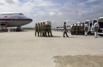 Pierwszy samolot z cia�ami Malezyjczyk�w przylecia� do kraju