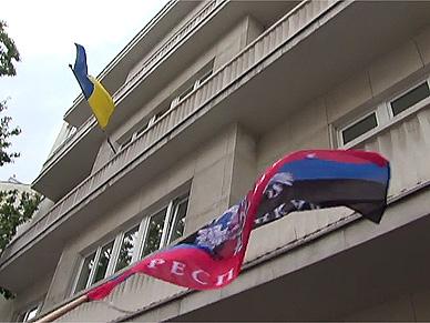 Prorosyjski protest przed ambasad� Ukrainy w Warszawie